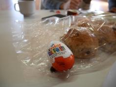 후식은 부활절 달걀 초코렛